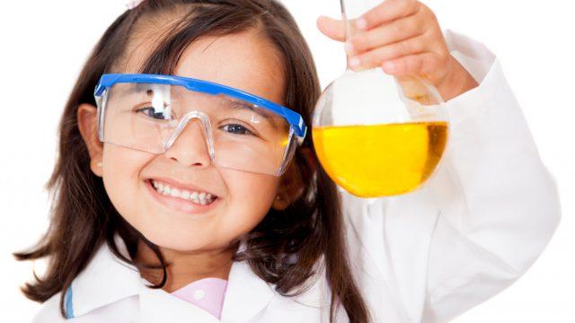 Pie de foto: Acabar con la discriminación del talento y potencial de las mujeres con vocación, interés y pasión hacia las ciencias y las ingenierías es una problemática que se debe enfrentar desde la educación temprana. El 11 de febrero es el Día Internacional de la Mujer y la Niña en la Ciencia. (Foto: Shutterstock.)