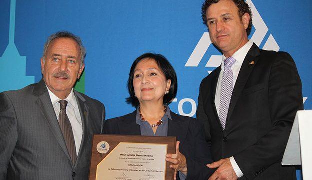 La titular de la Secretaría del Trabajo y Fomento al Empleo, Amalia García Medina estuvo presente en el Foro Laboral convocado por la COPARMEX CDMX.