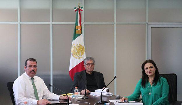 El Comisionado Presidente José Antonio De la Torre Dueñas, el Comisionado Samuel Montoya y la Comisionada Julieta Del Río Venegas
