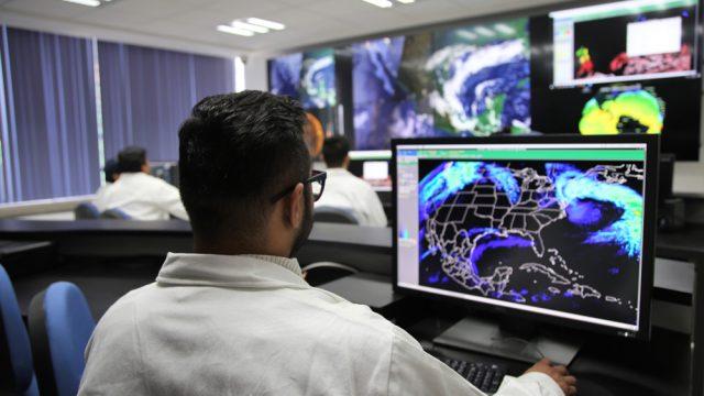 El Laboratorio Nacional de Observación de la Tierra recibe información de ocho diferentes satélites; entre los servicios que ofrece está la distribución de imágenes con y sin procesamiento a los socios del consorcio, y también para los usuarios en general a través del geoportal de LANOT (www.lanot.unam.mx) (Foto: Noemí Rodríguez González/AMC.)