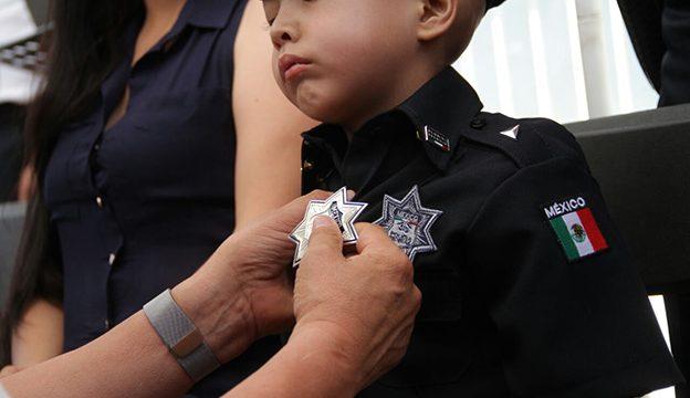 El pequeño Leo, policía federal por un día1