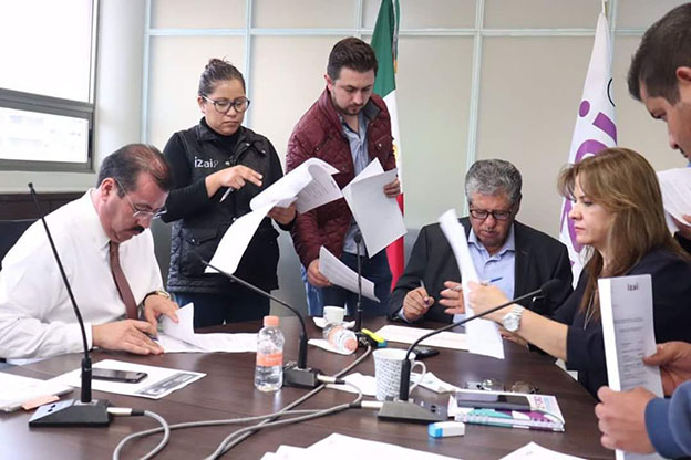 Los Comisionados del IZAI analizan recursos de revisión con la Dirección Jurídica
