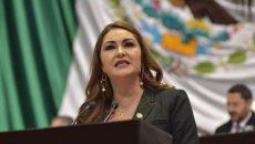 Geovanna Bañuelos, toma de protesta AMLO 003
