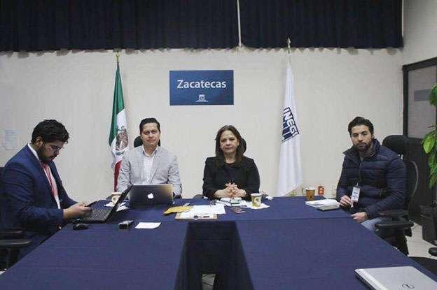 La Comisionada Julieta del Río Venegas con Fernando Araiz, Jaime Román y Jhonatán Luján, en sesión de la Comisión de Tecnologías y Plataforma Nacional de Transparencia del SNT