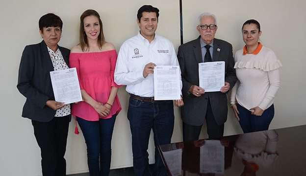 Firma Julio César Chávez convenio de colaboración con el Banco de Alimentos