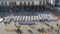 El 12 de diciembre de 2011 se inauguró la Tabla Periódica Monumental en la plaza pública de Santo Domingo, en el centro de la Ciudad de México, como parte de la celebración del Año Internacional de la Química, desde entonces ha estado en diferentes universidades, preparatorias y congresos de la Sociedad Química de México. (Fotos: cortesía Dra. Lena Ruiz A.)