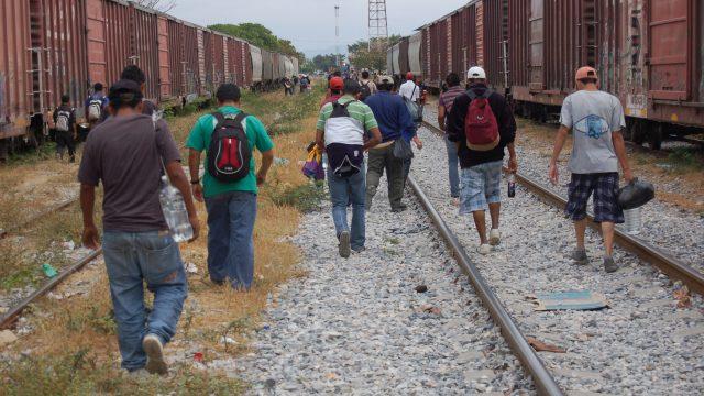 La migración de tránsito debe ser ordenada, regular y segura para reducir los riesgos a los que están expuestos los migrantes. Foto: Shutterstock.